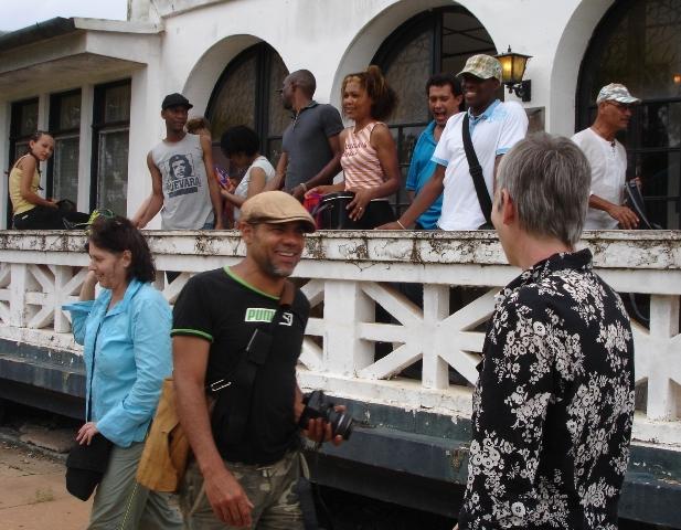 Moengo groepsfoto Wakaman in wording foto Esther Schreuder