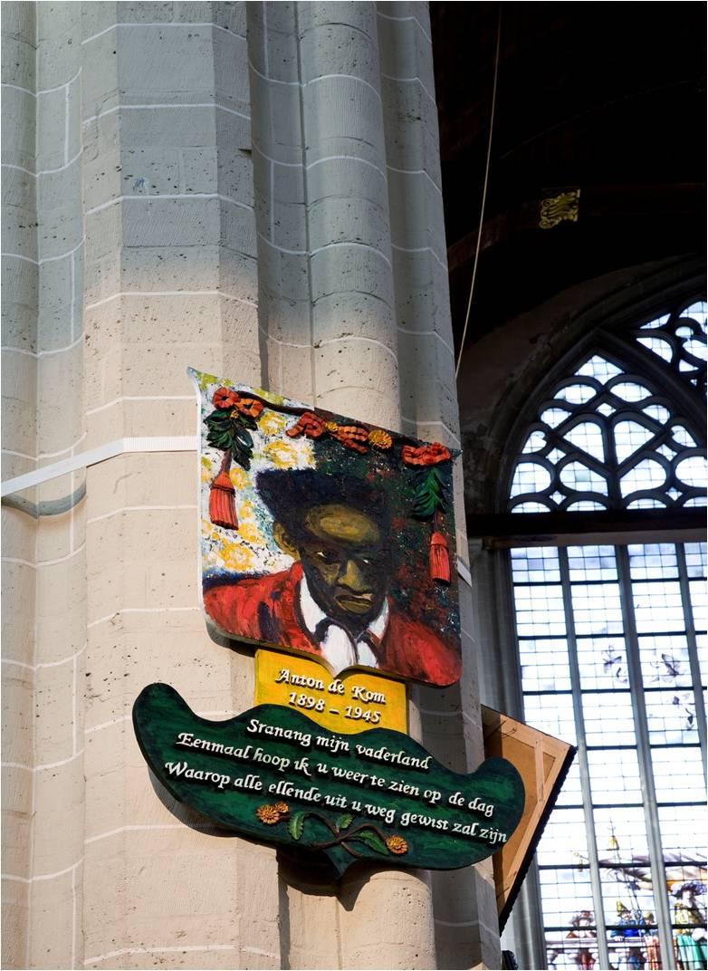 Foto Jan van Rooij. Memorietafel Iris Kensmil. Anton de Kom 2007/8 olieverf en acryl op handgesneden teakhout