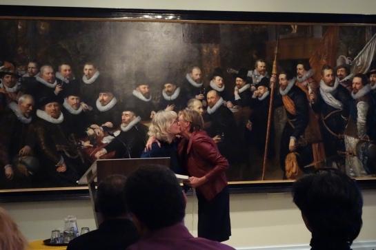 Aanbieding boek Cupido en Sideron. Twee Moren aan het hof van Oranje aan Charlotte Eymael
