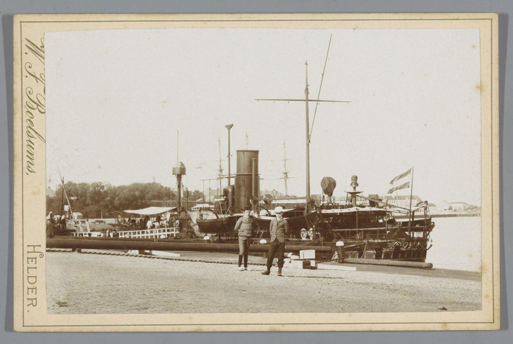 Pantserschip Guinea in de haven van Den Helder, Willem Frederik Boelsums, 1895 - 1915 RP-F-00-1125