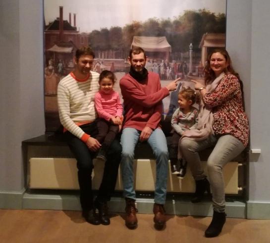 Jasper en Daan Molhoek, Paulina Hublart -Molhoek met dochters Féline en Lilou.